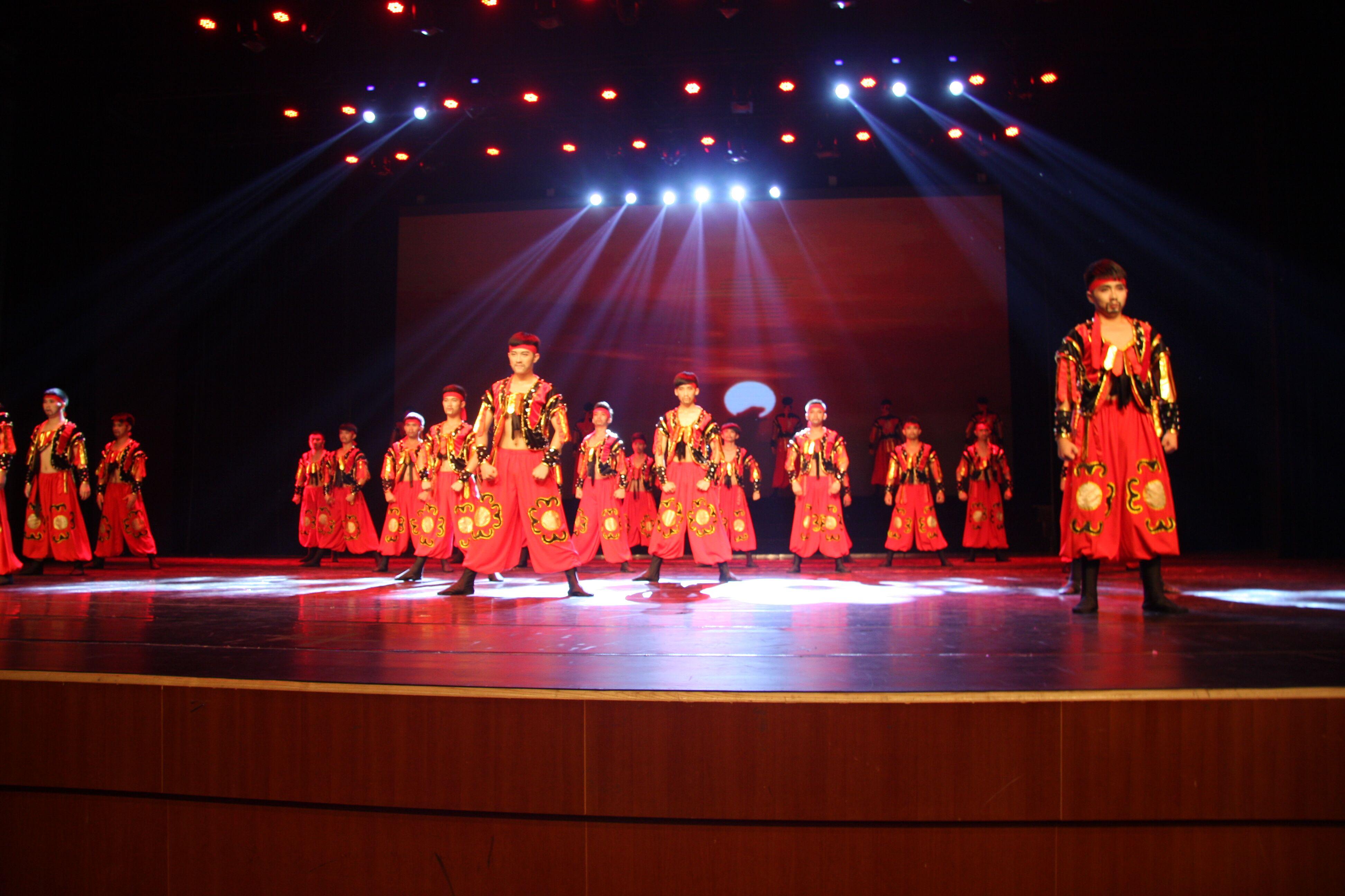 红色英雄,第五届大学生舞蹈比赛获奖现场1.jpg
