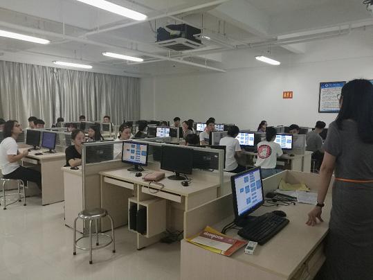 """经济管理学院举办""""互联网+""""大学生创新创业大赛培训"""