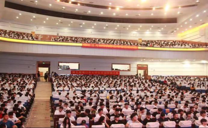 海南工商职业学院举办2017级大学生创新创业专题讲座