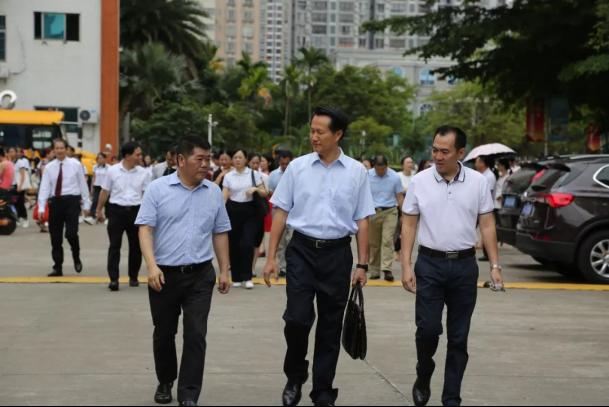 海南省政协教科卫体委员会主任冯文海一行走访海南工商职业学院
