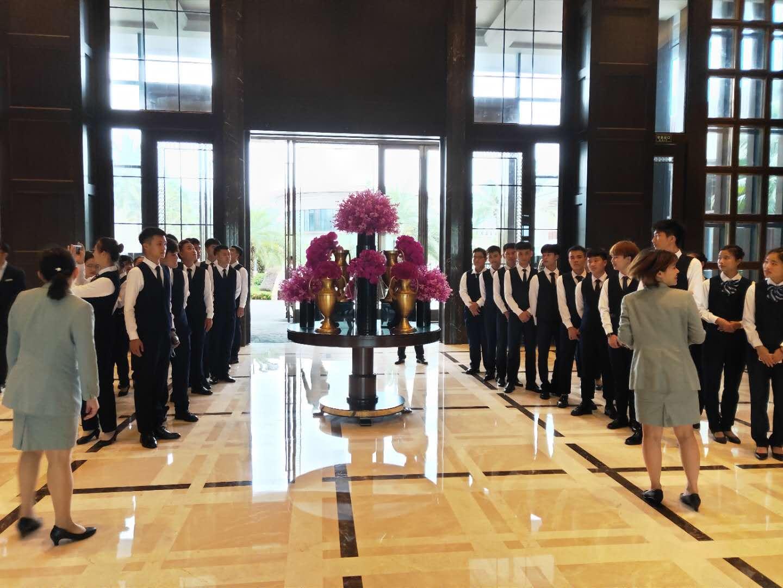 酒店管理专业学生赴海口丽思卡尔顿和万丽酒店开展校外实践课程